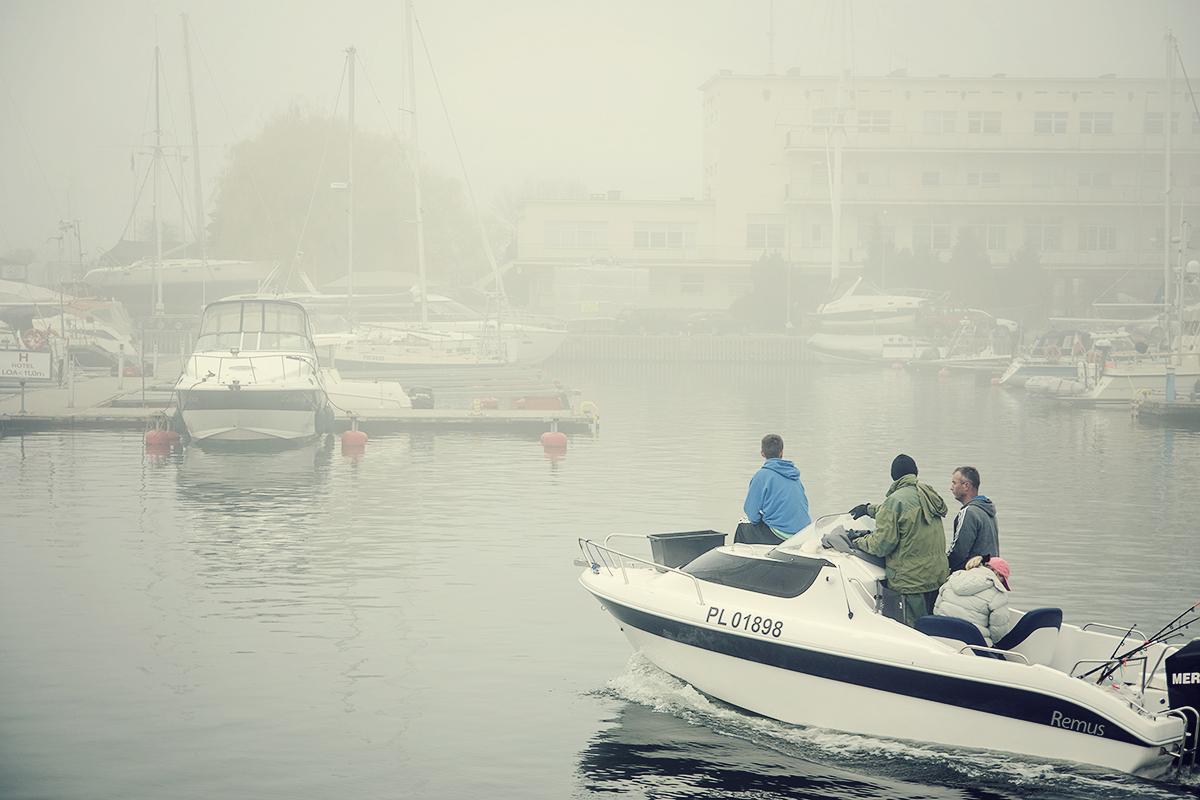 mgla w marinie gdynskiej