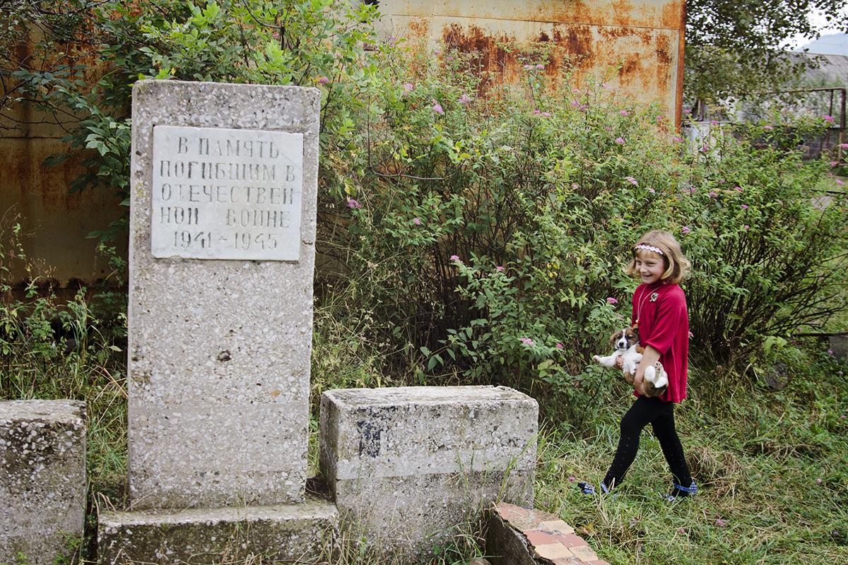 pies i pomnik radziecki