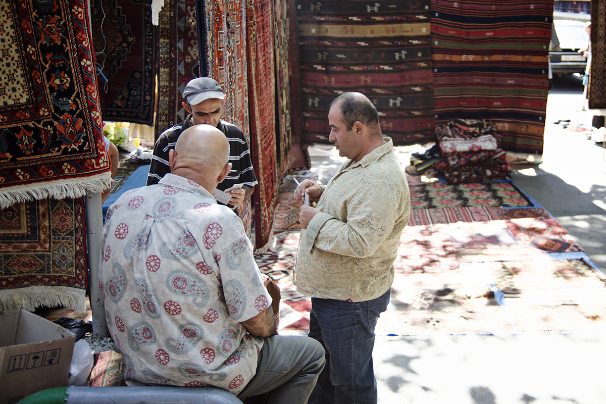 Ormianie na bazarze
