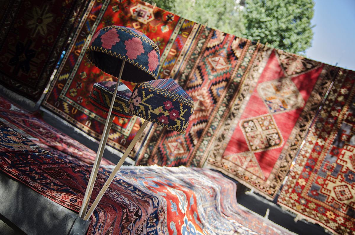 dywany i czapki Armenia