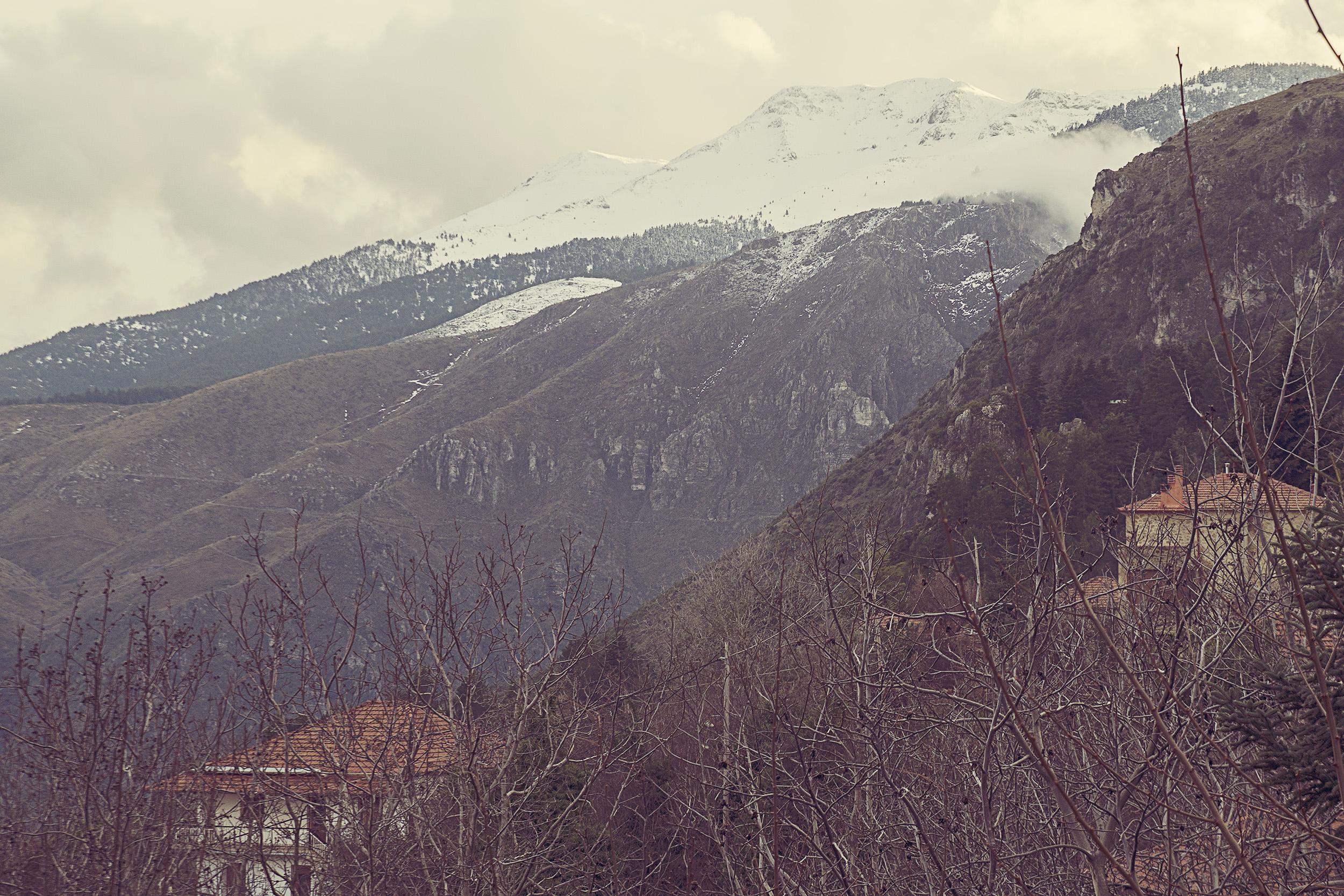 rzut okiem na osniezony szczyt